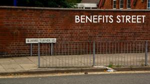 A rua da comunidade Birmingham que abriga a série Benefits Street é a rua James Turner  na vida cotidiana.