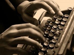 velha-maquina-de-escrever-e-digitadora_2966154