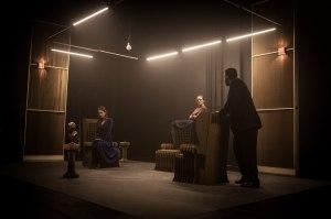"""Cenário da peça """"No Exit: Entre Quatro Paredes"""" (Foto: Divulgação)"""