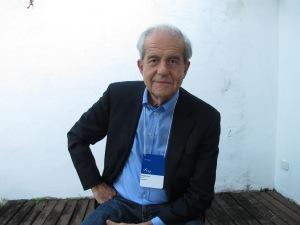 O escritor Almeida Faria