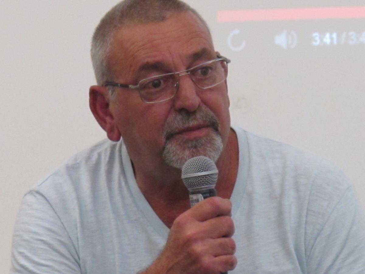 Em entrevista, poeta Marco Pezão fala sobre a força dos saraus da periferia