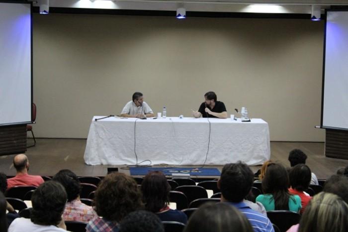 Mesa literária com o escritor Marcelino Freire