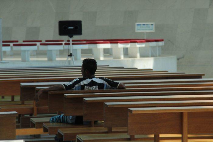 Breve descanso na Catedral. Foto: Thiago Siqueira.