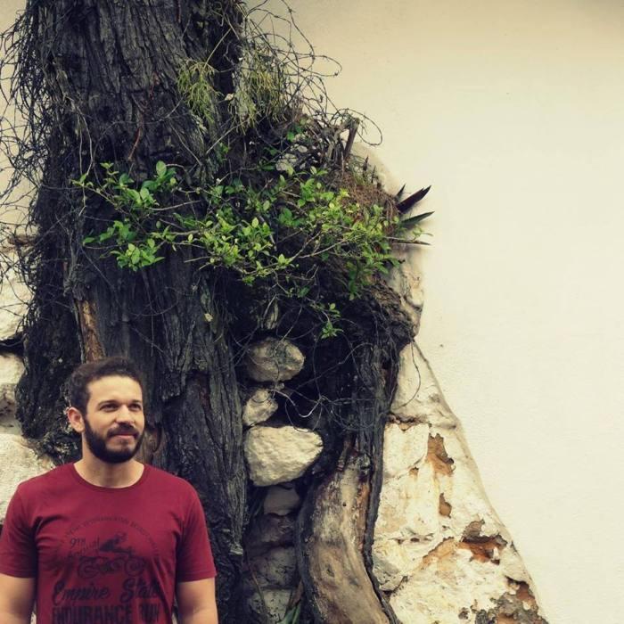 O escritor Alex Tomé