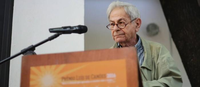 Raduan Nassar durante discurso (Foto: O Globo)