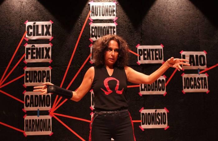 A atriz Andrea Beltrão, que tá em cartaz com o monólogo Antígona no teatro Poeirinha em Botafogo, zona sul do Rio.