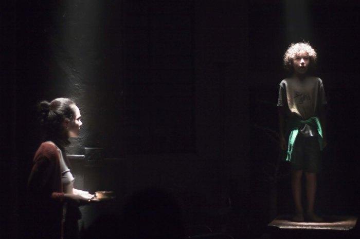 Cena de O Orgulho Da Rua Parnell -ClaudianeCarvalho e EnricoBezerra -foto de Eliana Souza -b