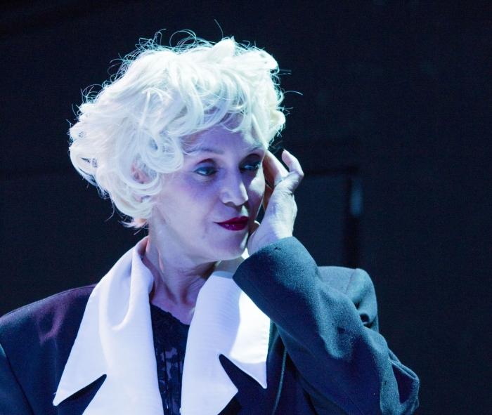 Dinah Perry como Marylin em Branco e Preto -foto de Dicastanha