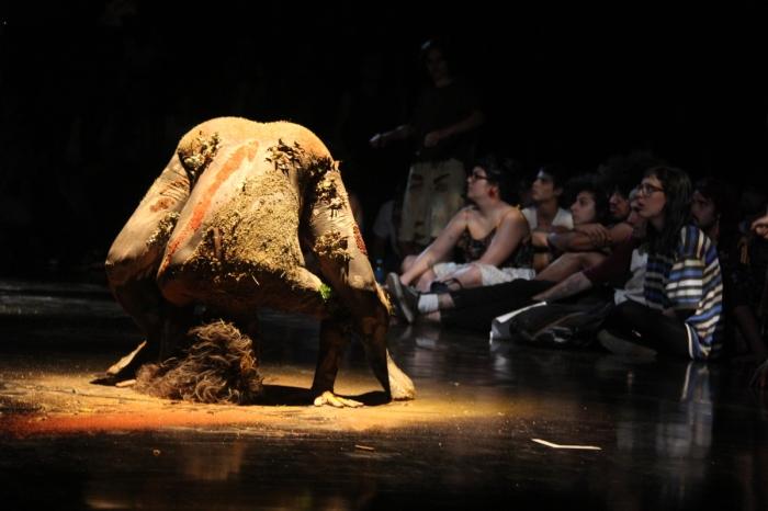 Interpretaçao performática de Gaia durante a apresentação do Concerto ECO - foto José Romero