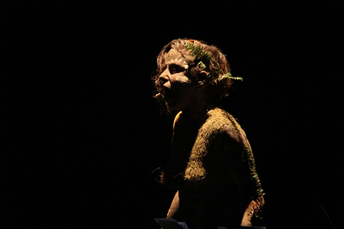 Performer interpreta Gaia durante a apresentação do Concerto ECO - foto José Romero
